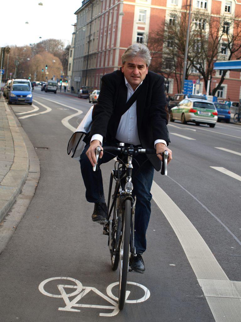 Mit dem Rad in der Kapuzinerstraße